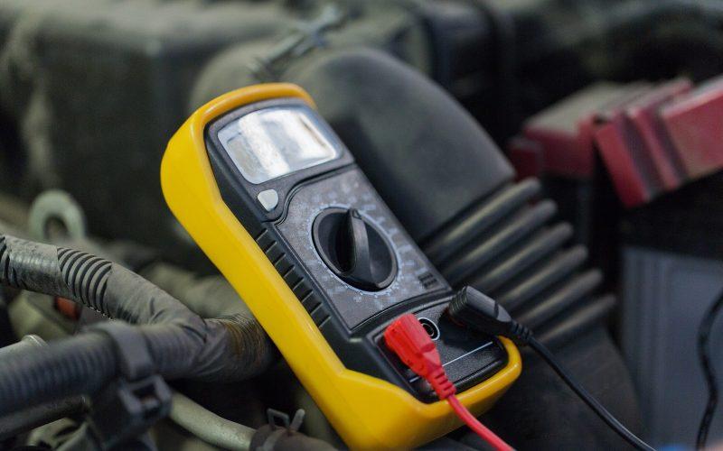 multimeter or voltmeter testing car battery